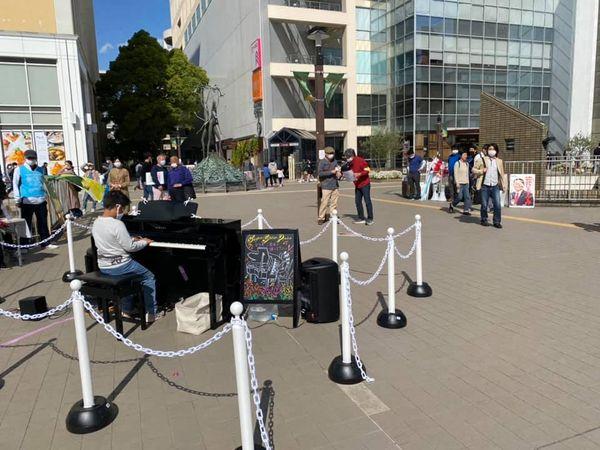 新百合ヶ丘の駅前ピアノ